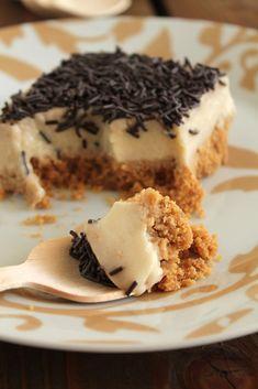 Ελαφριά τάρτα με μπανάνα και γιαούρτι - The one with all the tastes Greek Sweets, Greek Desserts, Greek Recipes, Sweets Recipes, Cake Recipes, Cheesecake, Icebox Cake, Happy Foods, Healthy Sweets