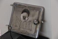 Tapa de horno donde su abuela horneaba los knishes de papa - Backstage / Visita a Malke Ablin en su cocina.