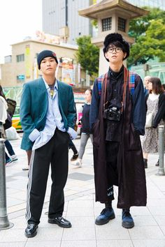 In Tokyo, the street style is on another level. Keep up with the best looks from Tokyo Fashion Week in this slideshow. Asian Street Style, Tokyo Street Style, Street Style Trends, Japanese Street Fashion, Tokyo Fashion, Harajuku Fashion, Cool Street Fashion, Fashion Week, Japan Street