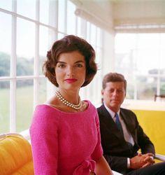 Il 22 novembre 1963 #Kennedy viene assassinato. Le sue immagini, insieme a quelle della first lady, fanno il giro del mondo #Jackie #Warhol #PopArt