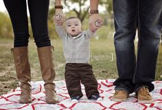 Outdoor Family Photo Session | 6 month old baby | Fall Clothing Ideas