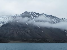 Svalbard memories, boat view, from Longyearbyen to Pyramiden.  More pictures on www.vise.pictures  #Svalbard @visitsvalbard #Spitsbergen @visitnorway #Arctic #mountains #Travel #Pyramiden #Longyearbyen #pictures #topVISE