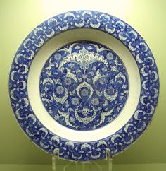 Iznik ware, large charger, c.1500-15 (Istanbul Archaeological Museum)