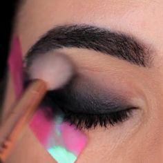 Glittery Smokey Eye Makeup Tutorial Eyeshadow Looks Step By Step eye Glittery Makeup Smokey Tutorial Smoke Eye Makeup, Eye Makeup Steps, Eye Makeup Art, Blue Eye Makeup, Skin Makeup, Eyeshadow Makeup, Eyeshadow Palette, Glittery Smokey Eye, Smoky Eye