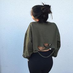 This crop top with long sleeves can make you looked fashion and bat-wing design is more and more fashion recently,which can add some character elements to you,you can get one and wear it at your daily