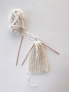 Følelsen av å lage noko nyttig ut av eit halvbrukt, trist garnnøste er heilt fantastisk! For eksempel på dette panne. Headbands, Pikachu, Projects To Try, Knitting, Blog, How To Make, Mini, Design, Threading