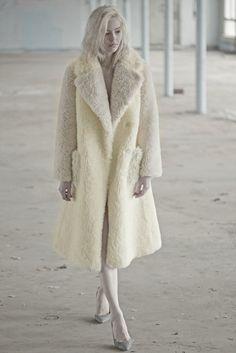 Vika Gazinskaya Fall 2015 Ready-to-Wear Fashion Show Collection: See the complete Vika Gazinskaya Fall 2015 Ready-to-Wear collection. Look 23 Winter Mode, Fall Winter 2015, Winter Wear, Winter White, Fur Jacket, Fur Coat, Looks Style, My Style, Fabulous Furs
