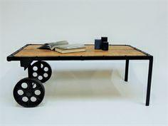 Rustik Sofabord - køb et unikt sofabord i rå vintage look  http://indieliving.dk/shop/rustikt-sofabord-226p.html