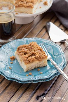 Apple Crisp Coffee Cake is a delicious moist cake, loaded with apples and topped with a yummy crumb topping. Perfect with a hot cup of coffee and/or a big scoop of vanilla ice cream. Quick Dessert Recipes, Great Desserts, Delicious Desserts, Yummy Food, Recipe Using Apples, Moist Cakes, Apple Desserts, Instant Yeast, Apple Crisp