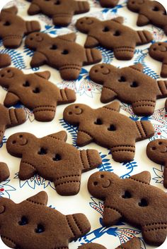 Make delicate designs on your gingerbread men this year with toothpicks.