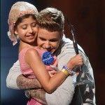 Justin Bieber Receives Charity Award, Shares It With Fan Grace Kesabla (VIDEO) - Celebrities Do Good
