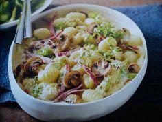 Das perfekte Gnocchi-Gratin mit Champignons-Rezept mit einfacher Schritt-für-Schritt-Anleitung: Den Backofen auf 220°C vorheizen. Drei Frühlingszwiebeln…