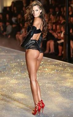 Fashion show women naked