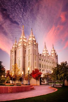 Salt Lake City, UT Temple. Architecture was based off of Gothic styles, and architects studied the style of their  favorite and the most famous Cathedrals in Europe at the time.