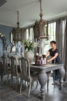 Amazing Elegan French Country Dining Room Design Ideas - Home/Decor/Diy/Design Country Dining Rooms, Farmhouse Dining Room, Dining Room Design, Elegant Dining, House Interior, Country Kitchen Designs, Dining Room Table, French Country Dining Room, Rustic Dining Room