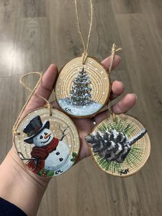 Painted Christmas Ornaments, Hand Painted Ornaments, Christmas Wood, Handmade Christmas, Christmas Crafts, Christmas Decorations, Crochet Christmas, Deco Table Noel, Theme Noel