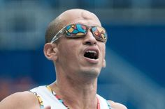 Colombia's Dalfo Jose Arce Orozco reacts during the men's 100 m (T47) competition of the Rio 2016 Paralympic Games at the Olympic Stadium in Rio de Janeiro on September 10, 2016. / AFP / YASUYOSHI CHIBA