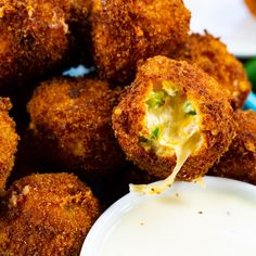 Fried Jalapeno Popper Bites Fried Jalapeno Poppers, Fried Jalapenos, Jalapeno Bites, Healthy Low Calorie Dinner, Low Calorie Dinners, Fun Baking Recipes, Snack Recipes, Savory Snacks, Drink Recipes