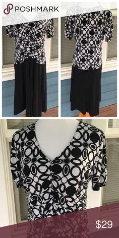 "ENFOCUS STUDIO B&W Dress EN FOCUS STUDIO B&W Dress.  Short sleeves.   Elastic gathered front bodice.  V-neck.   Black & white geometric patterned bodice with black skirt.  Polyester/spandex blend stretchy material.  Shoulder width 17"".  Pit-to-pit 20-1/2"" (unstretched).  Length 42"" (shoulder to hem).   Excellent condition. en focus Dresses Midi"