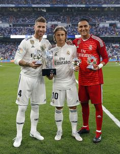 Sergio Ramos, Luka Modric and Keylor Navas of Real Madrid pose with. First Football, Football Love, Chelsea Football, Real Madrid Game, Real Madrid Players, Navas Real Madrid, Young Leonardo Dicaprio, Sports Celebrities, Goalkeeper