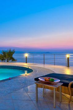 Family Villas in Crete, Chania, Kreta Villa luxury rentals in Chania, Rethymno, Elounda House Paint Exterior, Exterior Paint Colors, Exterior House Colors, Paint Colors For Home, Exterior Doors, Exterior Design, Santorini House, Villa Pool, Pools