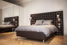 Chambre chic avec tête de lit capitonnée marron