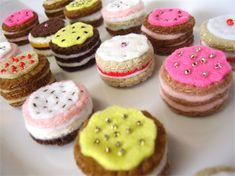 Miniature Birthday Cakes - tiny felt food - dollhouse gateaux
