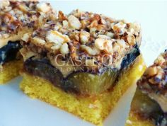 Slivkové kocky s karamelovým krémom Russian Recipes, Tray Bakes, Food Dishes, Vegetable Pizza, Quiche, Brownies, French Toast, Food And Drink, Baking
