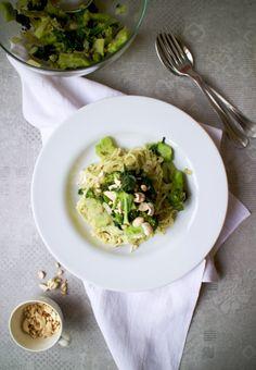 Green Power – Cashew, Basil & Avocado Pesto Pasta Avocado Pesto Pasta, Meals For One, Basil, Risotto, Cravings, Posts, Ethnic Recipes, Green, Blog