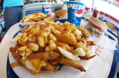 Try Poutine - Done , best place Ever La Banquise - Montreal, Canada I Love Food, Good Food, Fun Food, Toronto, Cheese Curds, Poutine, Before I Die, Food Photo, I Foods
