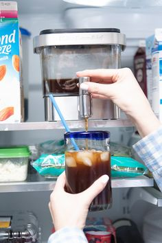 It's Cold Brew Season! See how this amazing Cold Brew Coffee Maker from KitchenAid makes life so much easier and more caffeinated! #coffee #coldbrew