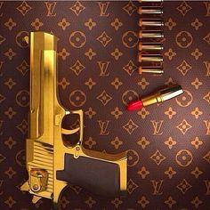 Desert Eagle and Louis Vuitton Fille Gangsta, Gangsta Girl, Wallpaper Arma, Ipod Wallpaper, Roses Tumblr, Desert Eagle, Pics Art, Le Far West, Hand Guns