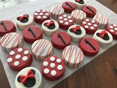 Minnie Mouse Oreos #NessysBakeShop Chocolate Covered Treats, Chocolate Dipped Cookies, Oreo Cookies, Dipped Oreos, Chocolate Tarts, Chocolate Strawberries, Covered Strawberries, Minnie Mouse Birthday Decorations, Minnie Mouse First Birthday