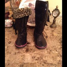 """Sugar glittery sequin boots  Gotta get these ♥️♥️  Sugar glittery sequin boots size 7.  Perfect to bling your outfit   Excellent condition. Please check out my closet  MissLela has your ❤️ ❤️ """"BundleLove """"❤️ ❤️ Sugar Shoes"""