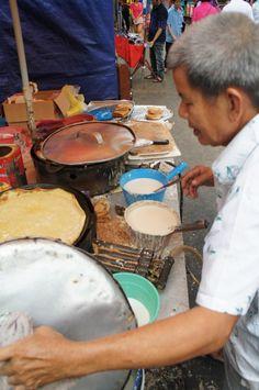 Food in Malaysia: KL: Man making peanut pancakes
