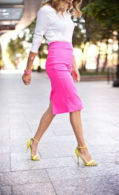 28 Timeless Pencil Skirt Outfits You Must See Neon pink pencil skirt Pink Pencil Skirt, Pencil Skirt Outfits, Pencil Skirts, Looks Chic, Looks Style, My Style, Fuchsia, Purple, Moda Plus Size