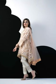 Lawn Collection: Sania Maskatiya Luxury Pret Contemporary 2016 Cotton Net Self-Printed Asymmetric Shirt SKU: Eid Outfits, Pakistani Outfits, Pakistani Clothing, Stylish Dresses, Casual Dresses, Fashion Dresses, Casual Wear, White Fashion, Indian Fashion