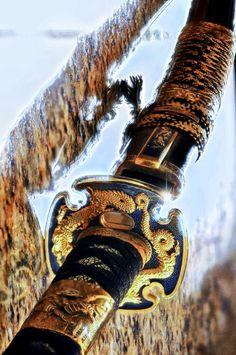 Beautiful katana, most likely just a wall hanger blade tho Samurai Weapons, Ninja Weapons, Katana Swords, Samurai Swords, Swords And Daggers, Knives And Swords, Japanese Sword, Japanese Art, Armas Ninja
