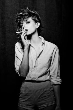 Modern Photography And It's Popularity In Growth – PhotoTakes Smoking Ladies, Girl Smoking, Poses, Portrait Photography, Fashion Photography, Pose Reference Photo, Aesthetic People, Grunge Look, Photos Du