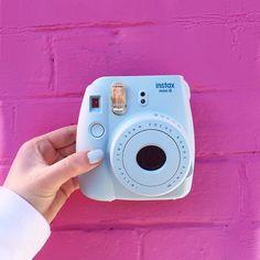 YAAAYYY UN NOUVEAU CONCOURS!!! ☀️ vous aviez été plus de 10 000 à participer à mon premier concours de Polaroïd hehe donc je me suis dis que j'allais en faire d'autres de temps en temps....  donc si tu veux gagner un Polaroïd, re-post cette photo avec le hashtag #PolaroidEmma  et tag moi sur la photo!  je vous aime xxxx