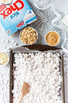 You have to try this holiday-ready White Chocolate Snowflake Muddy Buddies recipe, it's so delicious and easy! Yummy Snacks, Yummy Food, Snow Recipe, Muddy Buddies Recipe, Cereal Treats, Chex Mix, Holiday Recipes, Christmas Recipes, White Chocolate