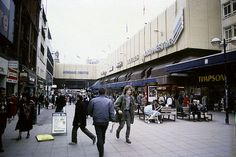 Shoppers on Market Street and the Arndale Centre 1989 Manchester Street, Manchester City Centre, Manchester New, Manchester England, Bolton England, Manchester Football, Salford, The Old Days, Urban Life