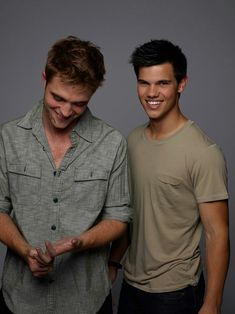 Taylor Lautner and Robert Pattinson Jacob Black Twilight, Twilight Edward, Twilight Cast, Twilight Series, Twilight Movie, Twilight Stars, Taylor Lautner, Twilight Quotes, Twilight Pictures