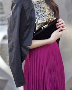 Maxi skirt and sequin top Holiday Fashion, Holiday Outfits, Autumn Winter Fashion, Fall Fashion, Fashion Trends, Skirt Outfits, Cool Outfits, Pink Pleated Skirt, Midi Skirt