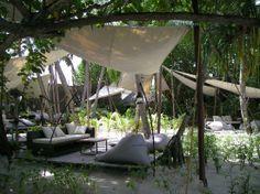 Constance Moofushi: Relax area, spiaggia
