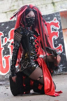 Top Gothic Fashion Tips To Keep You In Style. As trends change, and you age, be willing to alter your style so that you can always look your best. Consistently using good gothic fashion sense can help Moda Steampunk, Gothic Steampunk, Steampunk Fashion, Gothic Fashion, Steampunk Clothing, Victorian Gothic, Gothic Lolita, Emo Fashion, Moda Cyberpunk