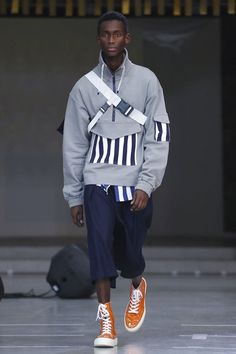 Sunnei Fashion Show Menswear Collection Fall Winter 2018 in Milan - HerrenMode Today's Fashion Trends, Mens Fashion 2018, Stylish Mens Fashion, Best Mens Fashion, Fashion Show, Fashion Design, Fashion Ideas, Fashion Outfits, Men's Fashion