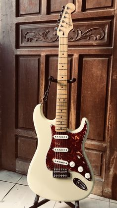 Fender Stratocaster Mim, Fender Guitars, Guitar Pics, Cool Guitar, Fender Squire, Guild Guitars, Learn Guitar Chords, Cool Electric Guitars, Fendi