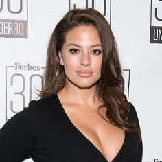 Buzzing: Plus-Size Model Ashley Graham Graces Sports Illustrated Swimsuit Cover
