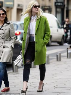 She may be only but Elle Fanning is already developing an impressive sense of style. Elle Fanning, Simple Style, My Style, Neue Outfits, Everyday Outfits, Urban Fashion, Fashion Photo, Green And Grey, Stylish Outfits